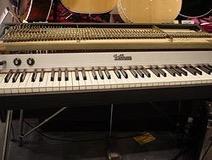 250px Fender Rhodes